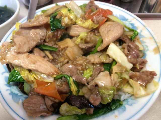 肉丼15野菜の下から肉がたくさんでてきた.jpg