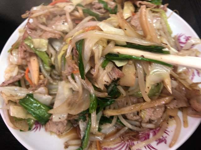 肉野菜11野菜を摘まむ5.jpg