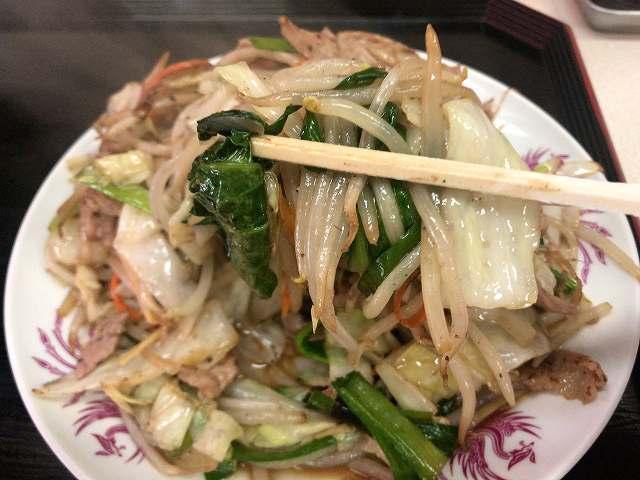 肉野菜7野菜を摘まむ2キャベツの芯なんかないぞ.jpg