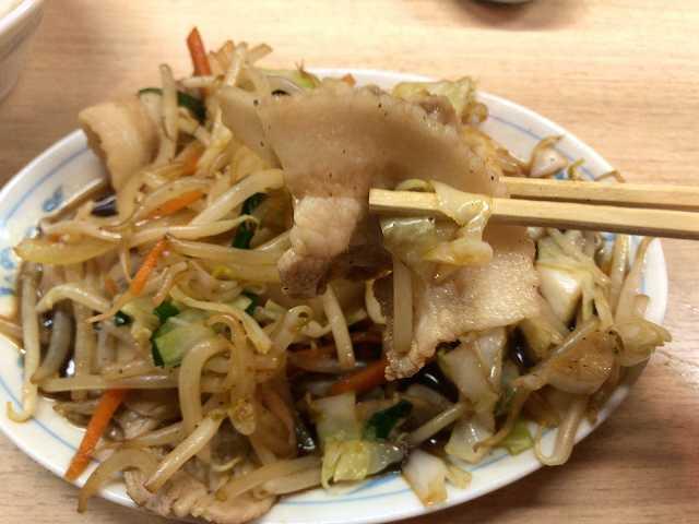 肉野菜8肉を摘まむ1.jpg