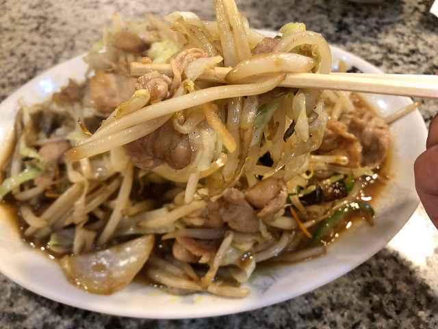 肉野菜8野菜を摘まむ3.jpg