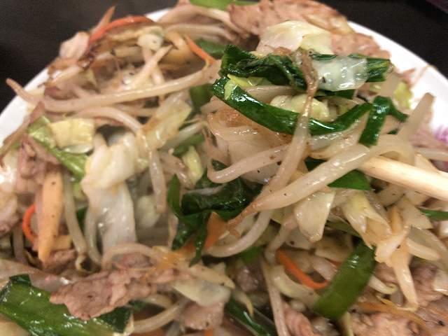 肉野菜9野菜を摘まむ3もやしニラ1.jpg