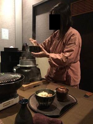 自分のご飯をよそうジャン妻4.jpg