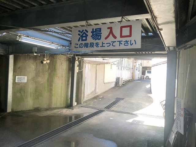 葛の湯8階段下.jpg