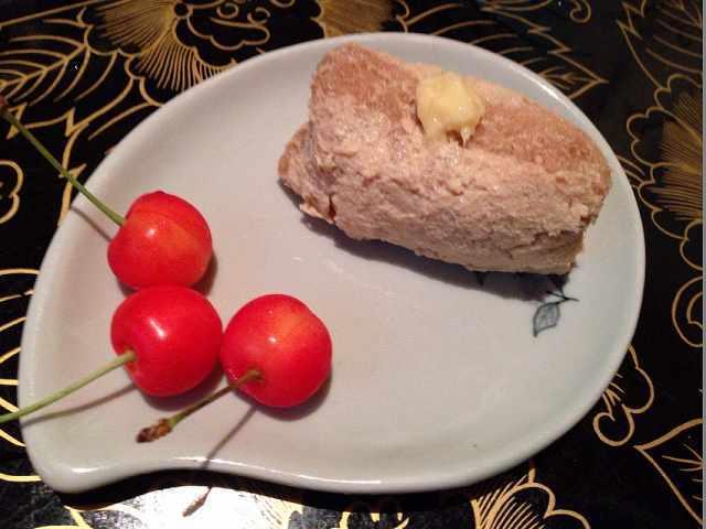 蕎麦稲荷&さくらんぼ3個.jpg