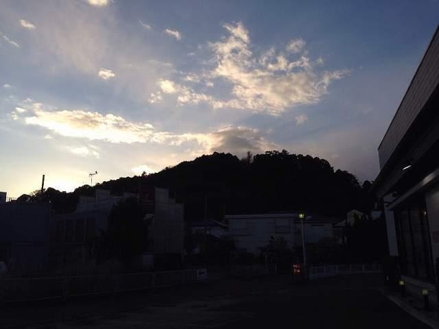 薄暮の天神山.jpg