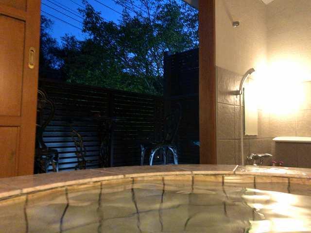 薄暮の風呂と灯.jpg