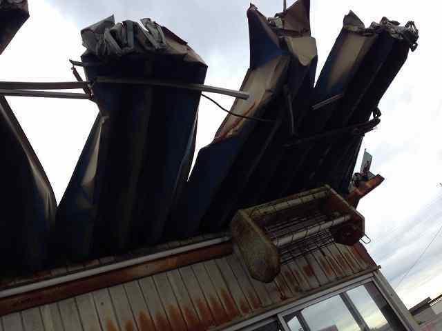 裂けた屋根3.jpg