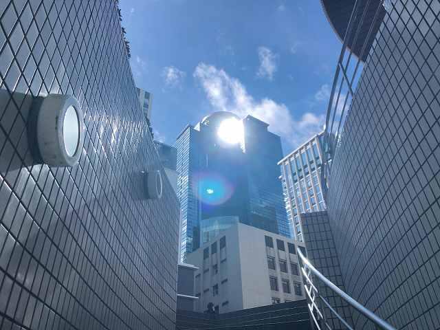 西新宿5見上げる.jpg