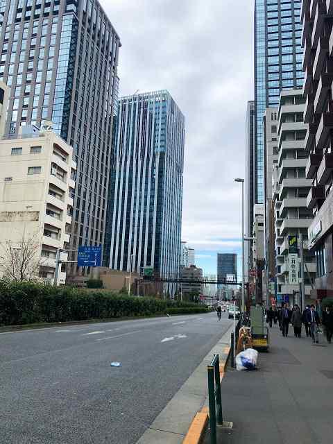 西新宿の公用先へ.jpg