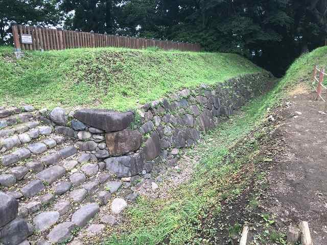 西櫓台石垣4.jpg