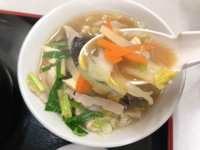 豚汁6野菜をすくう1.jpg