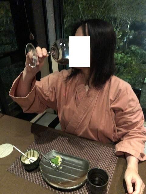 豪快に飲むジャン妻.jpg