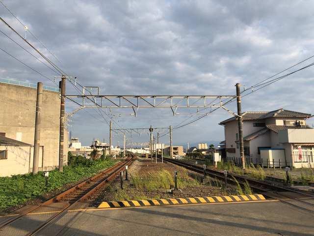 踏切を渡る富士方面.jpg