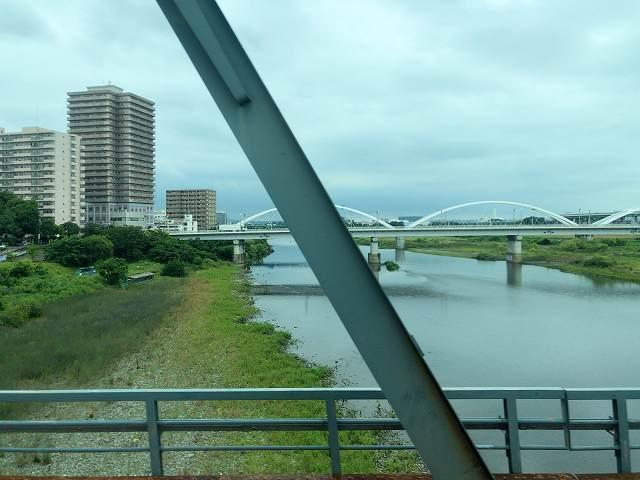 車窓2相模川鉄橋2.jpg