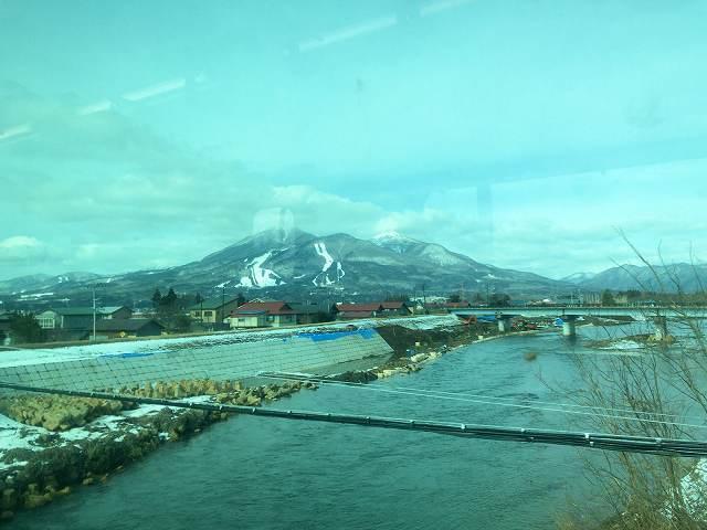 車窓から雪が無い1.jpg