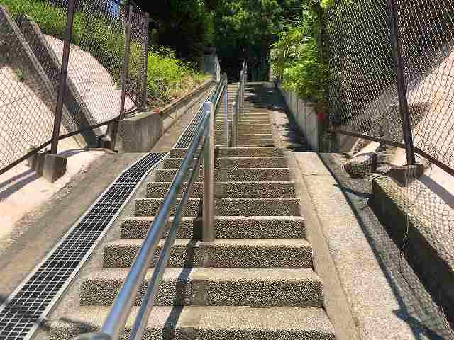 階段1踏切を渡った直後.jpg