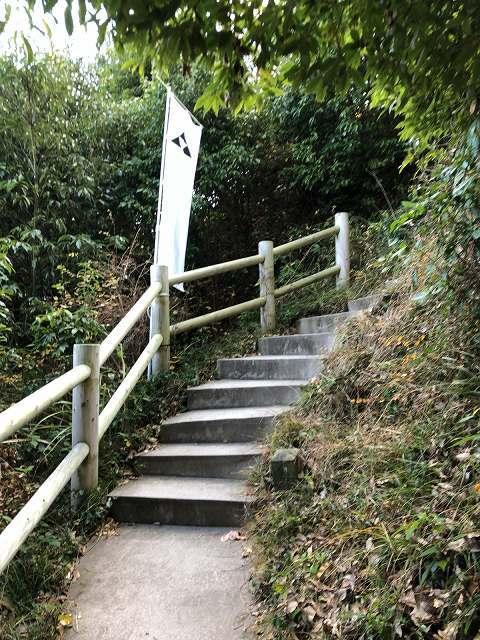 階段2三つ鱗1.jpg