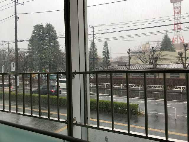 階段2外は大雨.jpg