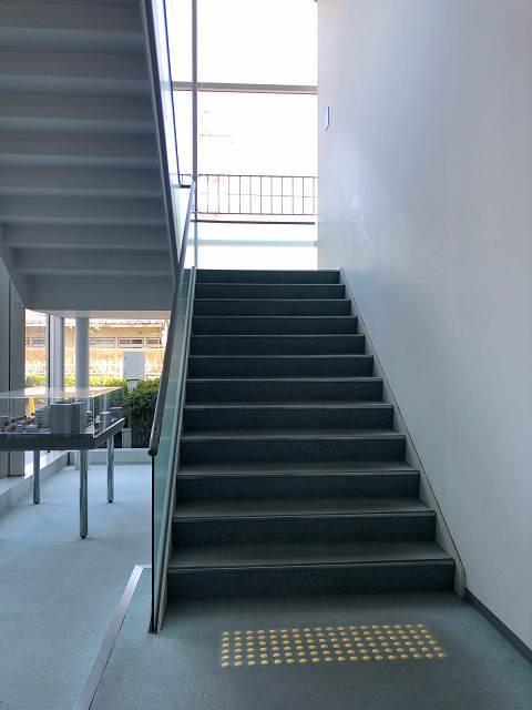 階段を昇る1.jpg