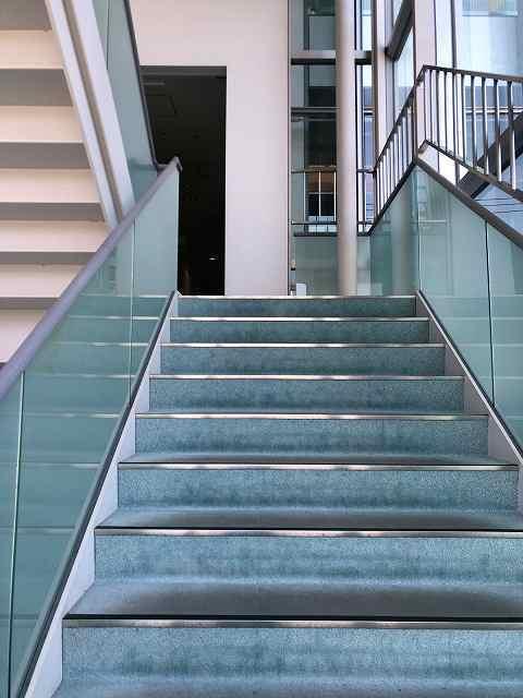 階段を昇る3.jpg
