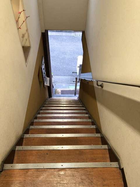 階段下りる.jpg