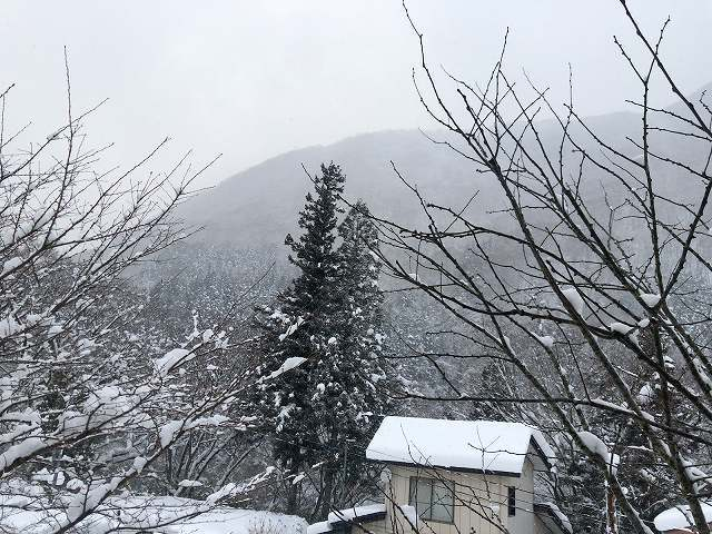 雪は降り続いて1.jpg