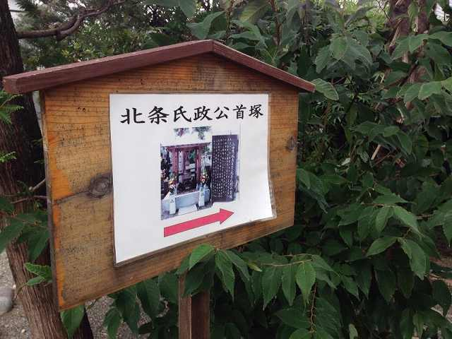首塚へ誘う1.jpg
