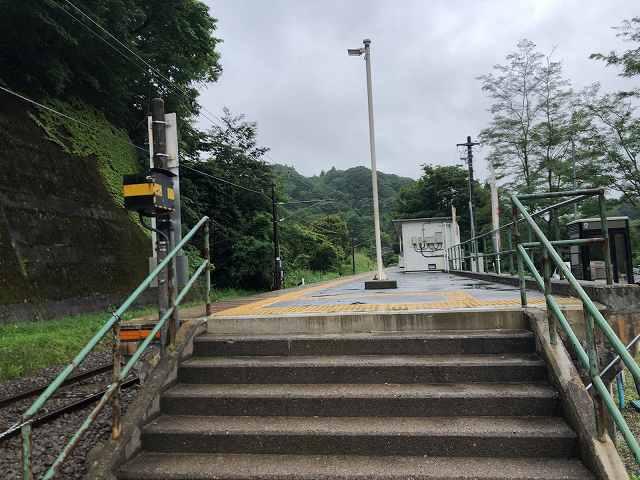 駅1ホーム階段.jpg