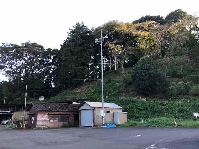 駐車場から城跡を望む4喜連川神社.jpg